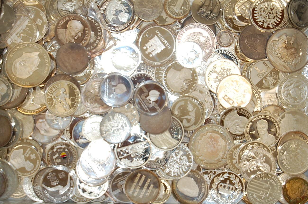 Medaillen Und Wenige Münzen 1kg Feinsilber Deutschland Meist Medaillen Und Wenige Münzen 1kg Feinsilber Silber 999 Alle Gestempelt Fb St Und Vz