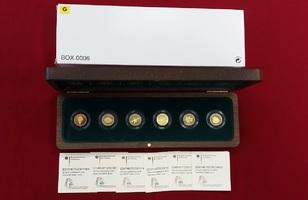 6 x 20 Euro Goldmünzen, je 1/8 Unze 2010-2015 G Bundesrepublik Deutschland, BRD Prägestätte G KOMPLETT - Deutscher Wald - Karlsruhe - jeweils Buchstabe G Stempelglanz mit Holzbox, Zert. & Pappschuber