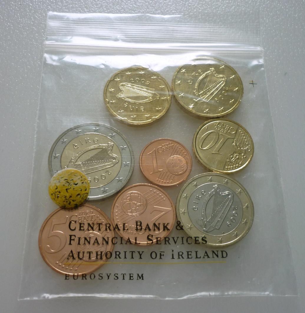 388 Euro 2009 Irland Ireland Eire Kursmünzensatz Münzen Lose In Tüte Im Folder Gebrauchsspuren Knicke